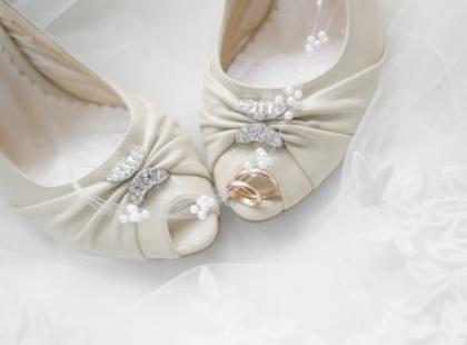 Buty do krótkiej sukienki ślubnej
