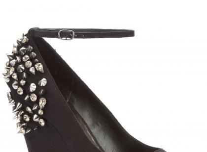 Buty z ćwiekami i dżetami
