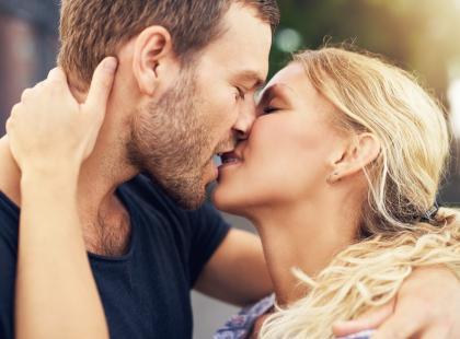 Całowanie jest cudowne. Ale jak się całować, by uniknąć monotonii?
