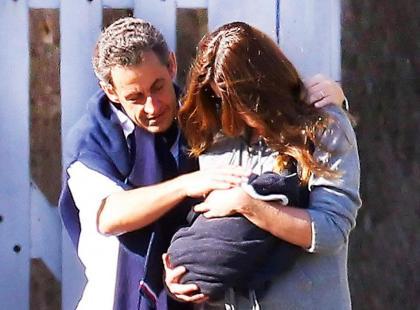 Carla Bruni-Sarkozy i Nicolas Sarkozy - Córeczka już w domu