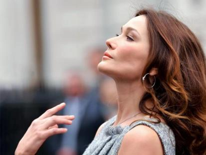 Carla Bruni-Sarkozy - Pierwsza dama rządzi sama