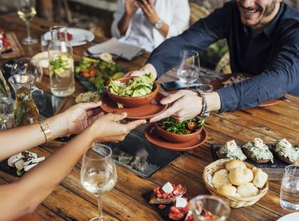 Celebruj posiłki przy wspólnym stole. Przewodnik po spotkaniach z duszą!