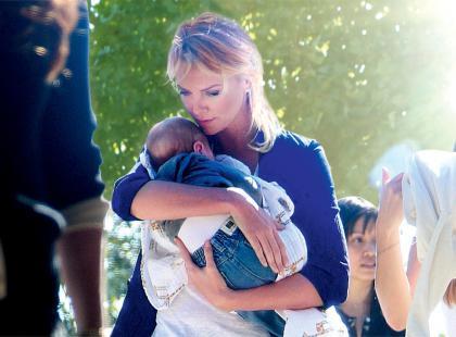 Charlize Theron adoptowała chłopca