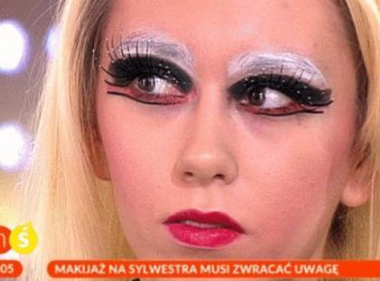 Chcecie postraszyć w sylwestrową noc? Makijaż z telewizji śniadaniowej na pewno zrobi wrażenie. Piorunujące.