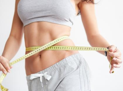 Chcesz schudnąć z brzucha? 11 produktów, które powinnaś włączyć do swojej diety