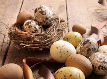 Cholesterol w wielkanocnych jajkach – w jakiej ilości może zaszkodzić?
