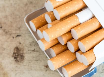 Ci, którzy urodzili się po 2015 roku nie będą mogli kupić papierosów. Nigdy! Nawet po skończeniu 18 lat. Czyj to pomysł?