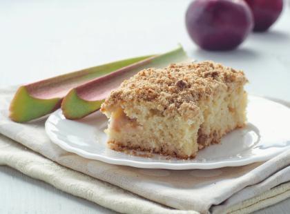 Ciasto z rabarbarem i lodami waniliowymi
