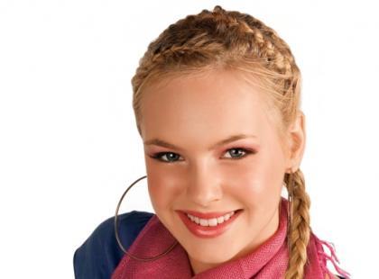 Ciemna kredka do oczu dla niebieskookiej blondynki?