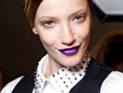 Ciemne usta - trendy w makijażu