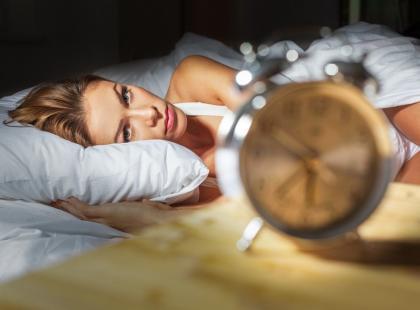 Cierpisz na bezsenność? Ograniczaj czas spędzany w łóżku!