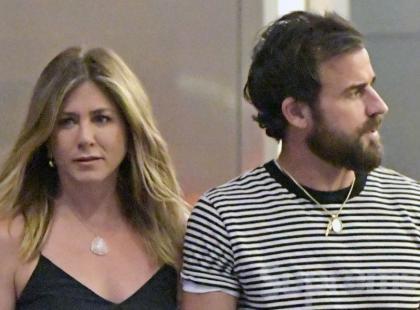 Ciężarna (?) Jennifer Aniston z mężem na spacerze