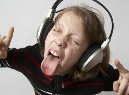 Co czwarty nastolatek zagrożony utratą słuchu