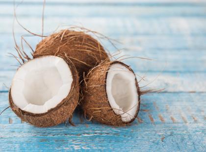 Co daje płukanie ust olejem kokosowym?