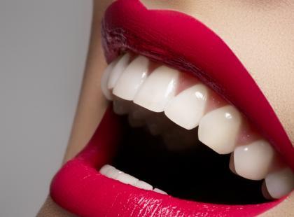 Co jeść, żeby mieć białe i zdrowe zęby?