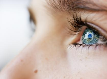 Co oznacza plamka na oku?