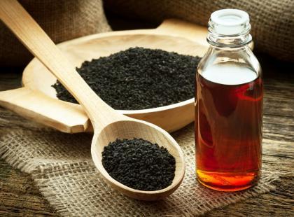 Co pomaga leczyć olej z czarnuszki?
