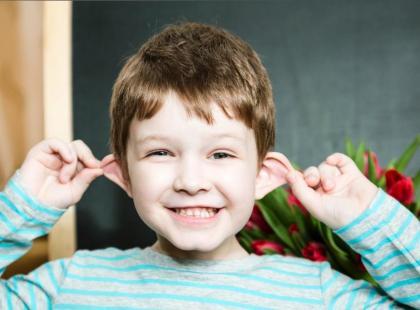 Co poradzić na odstające uszy dziecka?