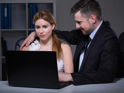 Co robi twój mąż, gdy myślisz, że siedzi na fejsie? Albo w pracy? Relacja singielki podrywanej przez zajętych facetów