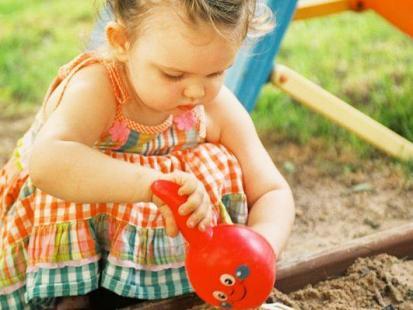 Co robić, gdy dzieci kłócą się w piaskownicy?