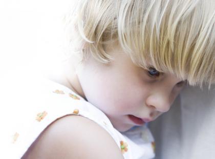 Co robić, gdy dziecko jest smutne i pogrąża się w sobie?