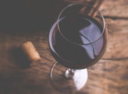 Co się dzieje z ciałem po wypiciu lampki wina?
