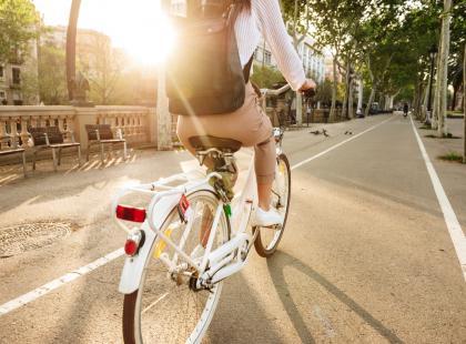 Co wyróżnia rower crossowy? Kiedy warto go kupić?