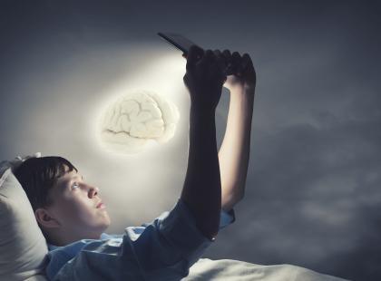 Co z naszym mózgiem robią nowe technologie?