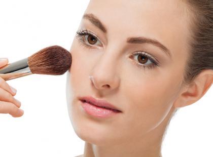 Co zawierają kosmetyki mineralne? Sprawdzamy składy!