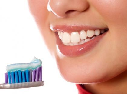 Co zawierają pasty do zębów?