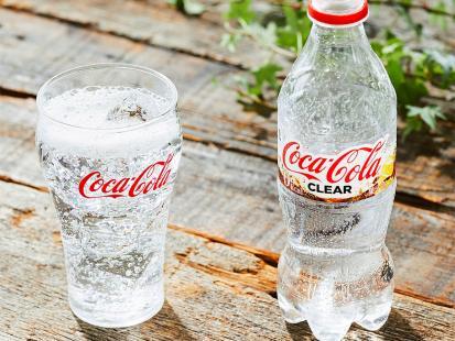 Coca-Cola Clear wygląda jak woda. Jak smakuje i gdzie ją można kupić?