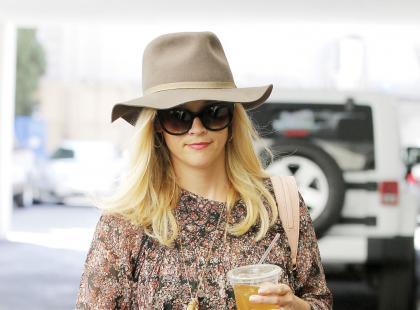 Codzienna stylizacja Reese Witherspoon z kapeluszem