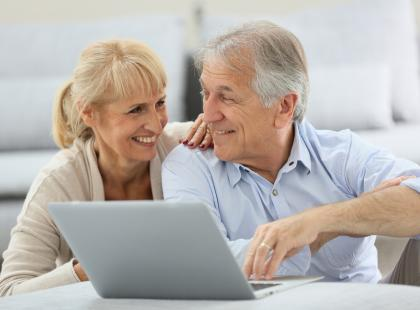 Coraz więcej e-seniorów
