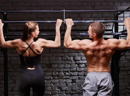 Ćwiczenia na drążku działają cuda! Podpowiadamy, jak zacząć trenować