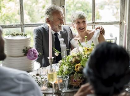 Ćwierć wieku razem – 25 rocznica ślubu to wyjątkowe święto! Jak składać życzenia z tej okazji?