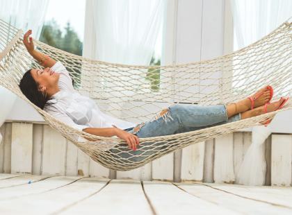 Czas na chwilę relaksu! 5 najładniejszych hamaków na balkon