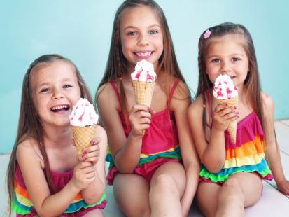 Czego nie wolno jeść dziecku na wakacjach?