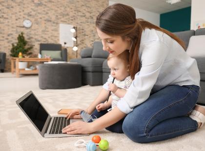 Czego potrzebuje pracujący rodzic? Pracy, ale nie…..w biurze