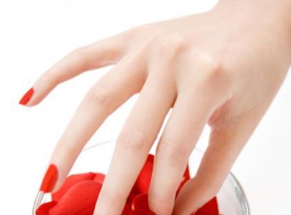 Czerwone paznokcie do biura?