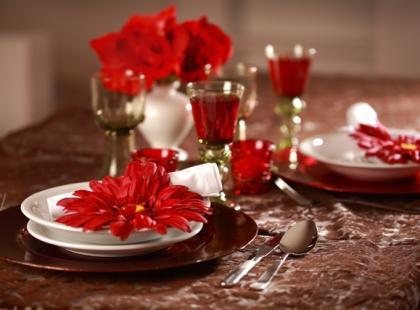 Czerwono-brązowy stół świąteczny krok po kroku