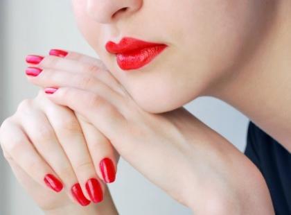 Czerwony akcent - trendy w makijażu