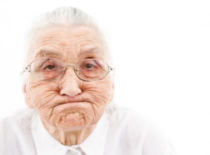 Czy chętnie pomagamy osobom starszym?