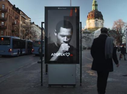 Czy kaszlący billboard skłoni palaczy do rzucenia palenia? Pomysłowa akcja! Czy skuteczna?