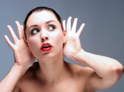 Czy leczenie hormonalne może uszkodzić słuch