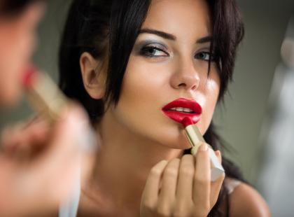Czy makijaż szkodzi skórze?