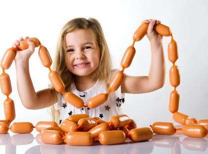 Czy małe dziecko może jeść parówki i kiełbasę?