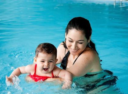 Czy można pójść z niemowlakiem na basen?