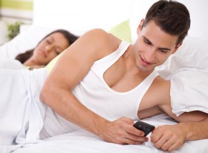 Czy można zdradzić przez sms?