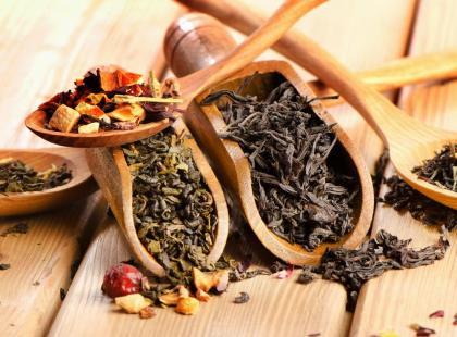 Czy napar ziołowy lub owocowy jest zdrowszy niż herbata?