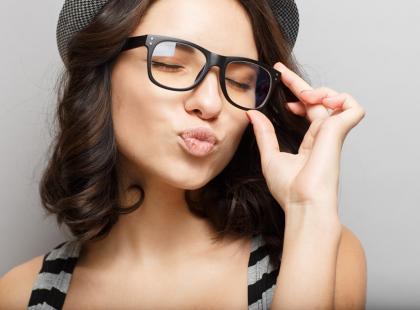 """Czy okulary """"zerówki"""" uszkadzają czy chronią wzrok?"""